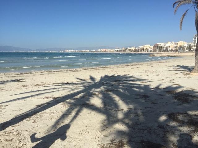 Blick auf den Strand der Playa de Palma auf Mallorca