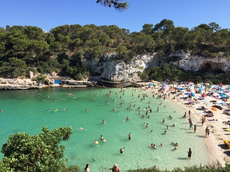 Der Strand der Cala Llombards auf Mallorca