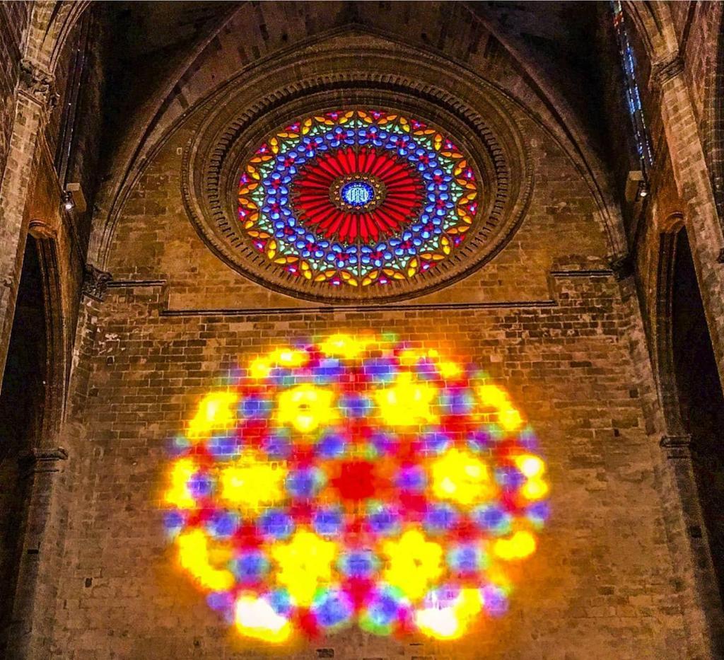Lichtspiel magische Acht in der Palma Kathedrale