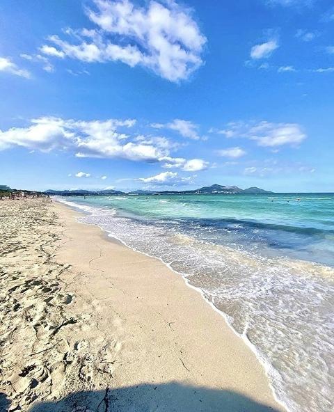 Blick von der Playa de Muro entlang der Küste