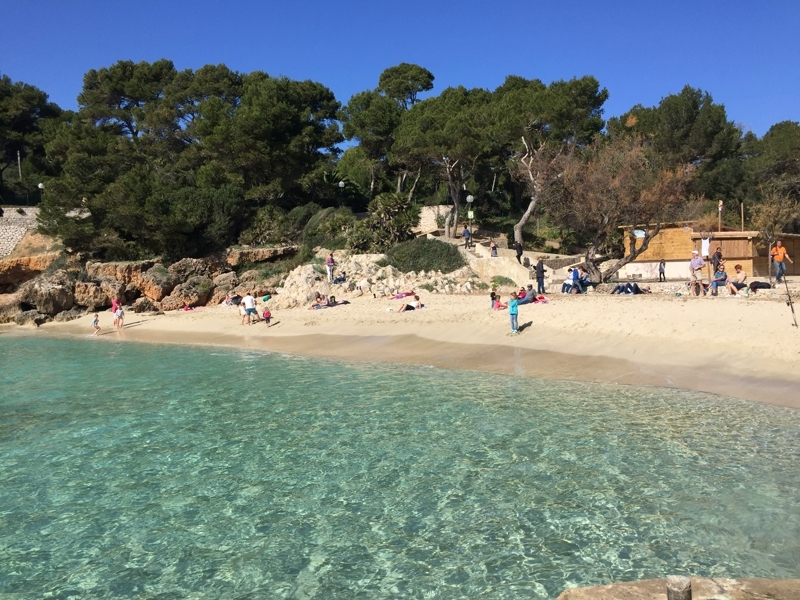 Die Cala Gat ist eines der Strände von Cala Ratjada auf Mallorca