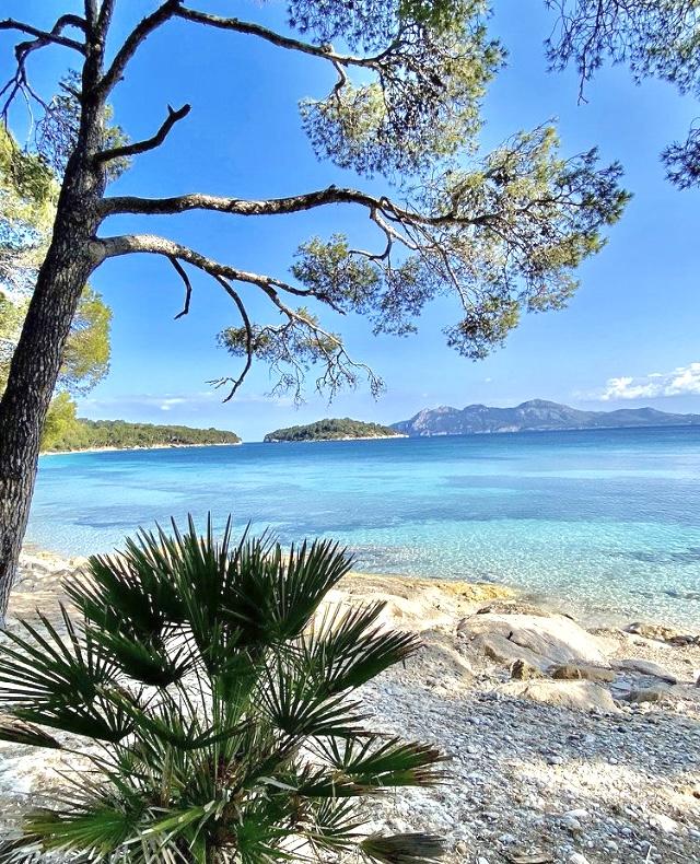 Aussicht vom Strand der Playa de Formentor auf Mallorca