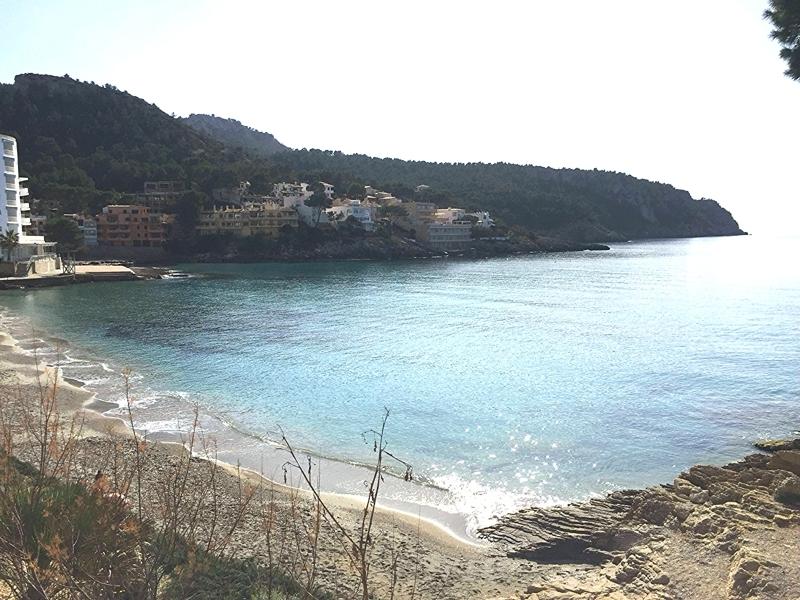 Der schöne Strand von Sant Elm auf Mallorca